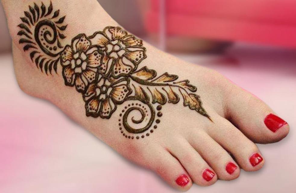 Прикольные рисунки хной на ноге