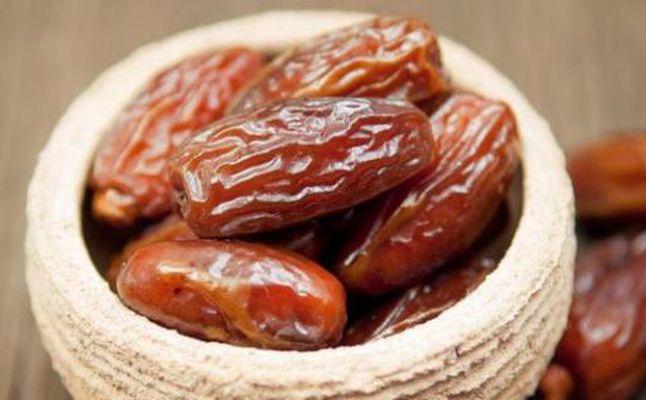حلويات العيد طريقة عمل عصيدة التمر بالجوز
