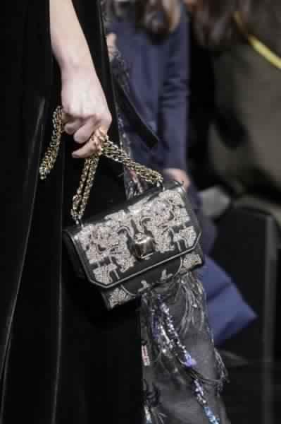 احدث-تشكيلة-حقائب-يد-من-تصميم-إيلي-صعب-موضة- خريف-2017- (13)