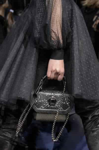 احدث-تشكيلة-حقائب-يد-من-تصميم-إيلي-صعب-موضة- خريف-2017- (15)