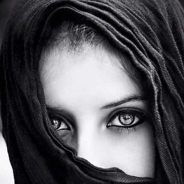 عيون مكحلة بالكحل الاثمد