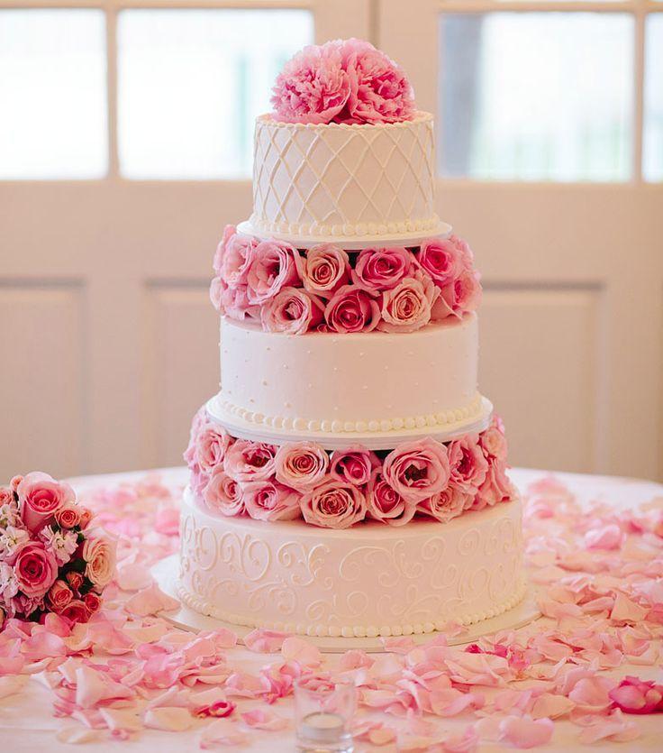 كيكة-زفاف-زهرية-وابيض