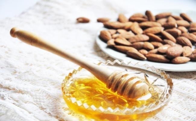قناع اللوز والعسل