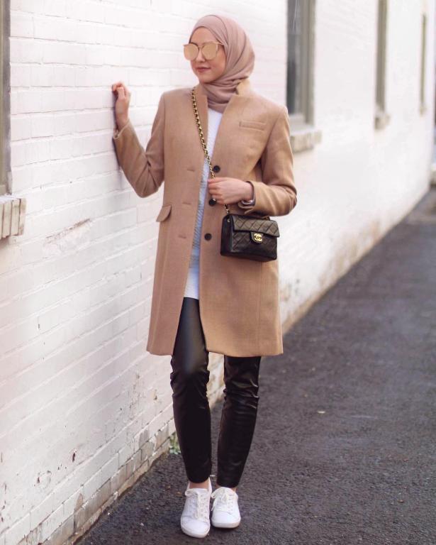 المعطف-الكاميل-مع-سروال-جلد