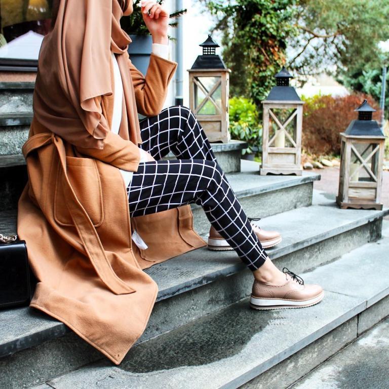 المعطف-الكاميل-مع-سروال-مربعات