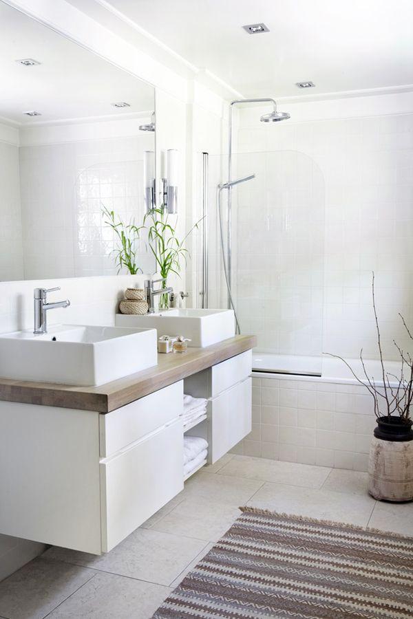 حمام-ابيض-بالرفوف