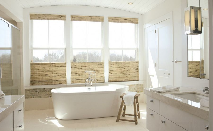 حمام-ابيض-خشبي