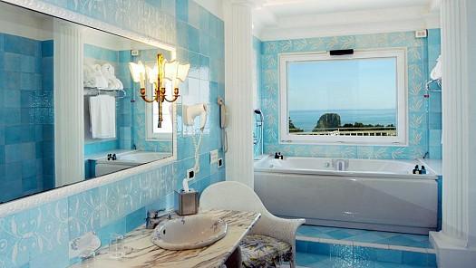 حمام-باللون-الازرق-الفاتح