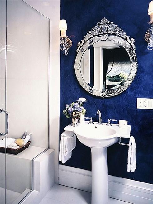 حمام-باللون-الازرق-بورق-الحائط