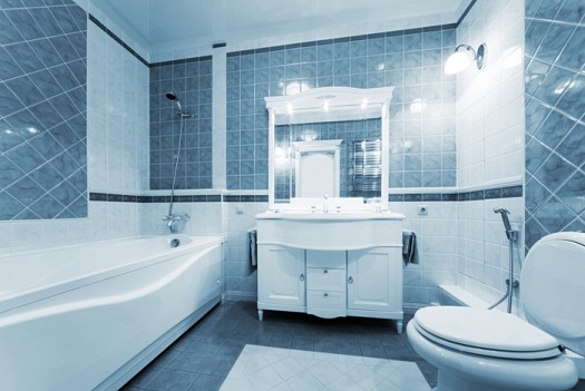 حمام-باللون-الازرق-في-الحوائط
