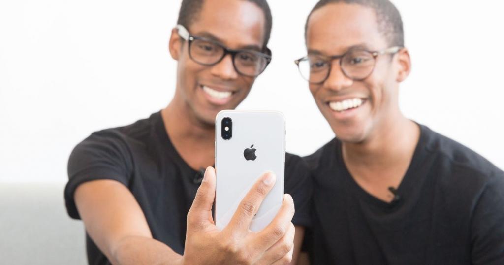 iPhone خاصية التعرف علي الوجه في هواتف
