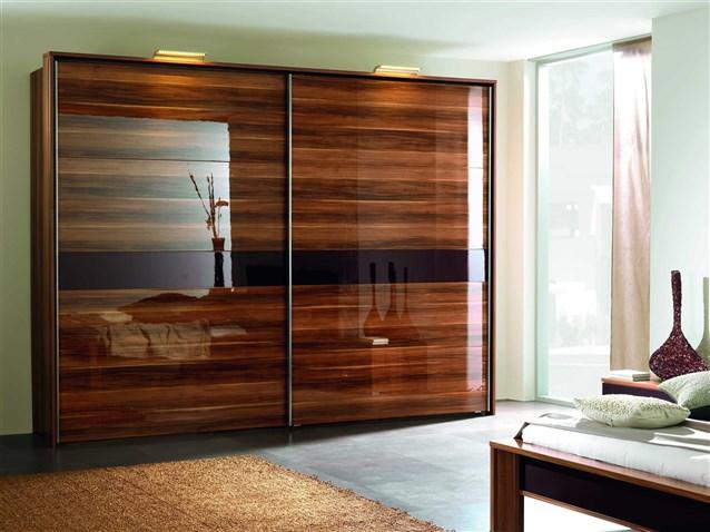 خزانة-من-الخشب-اللامع