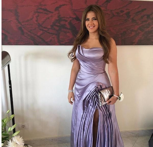فستان دنيا سمير في حفل زفاف اختها