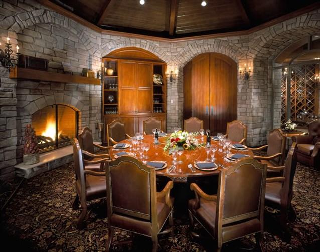غرفة-الطعام-من-الحجر