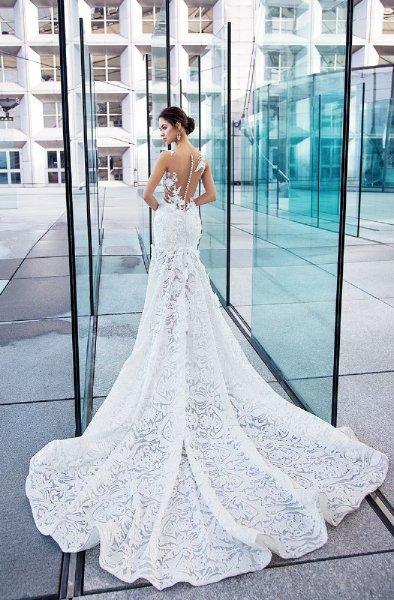 فستان-زفاف-بذيل-طويل