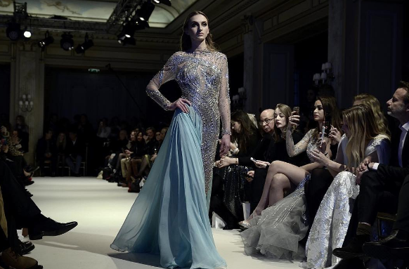 فستان-سهرة-باللون-الازرق-بالتطريز