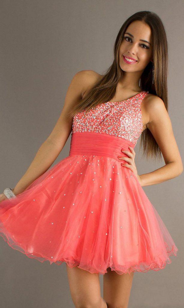 فستان-قصير-منفوش-بقصة-الكتف-الواحد