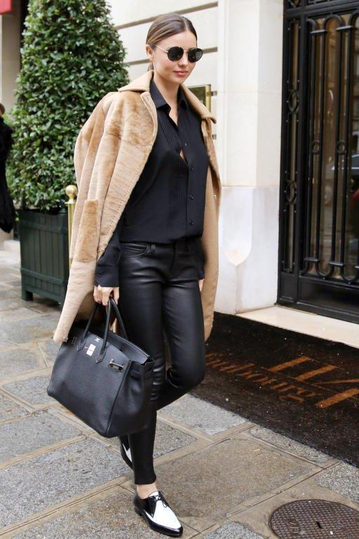 ميراندا-كير-ترتدي-المعطف-الكاميل
