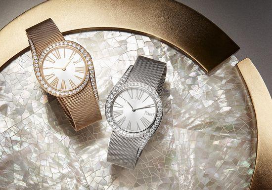 ساعة-باللون-الفضي