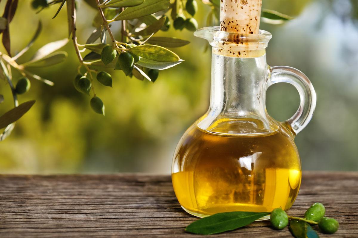 علاج مشاكل الشعر بزيت الزيتون