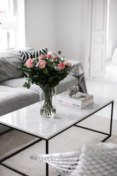 طاولة-رخام-بيضاء