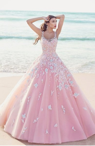 318ea71cb صور فساتين زفاف ملونة - مشاهير