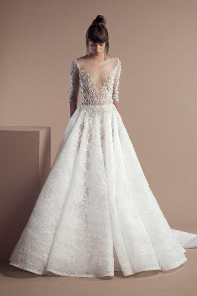 فستان-زفاف-منفوش-مع-ذيل