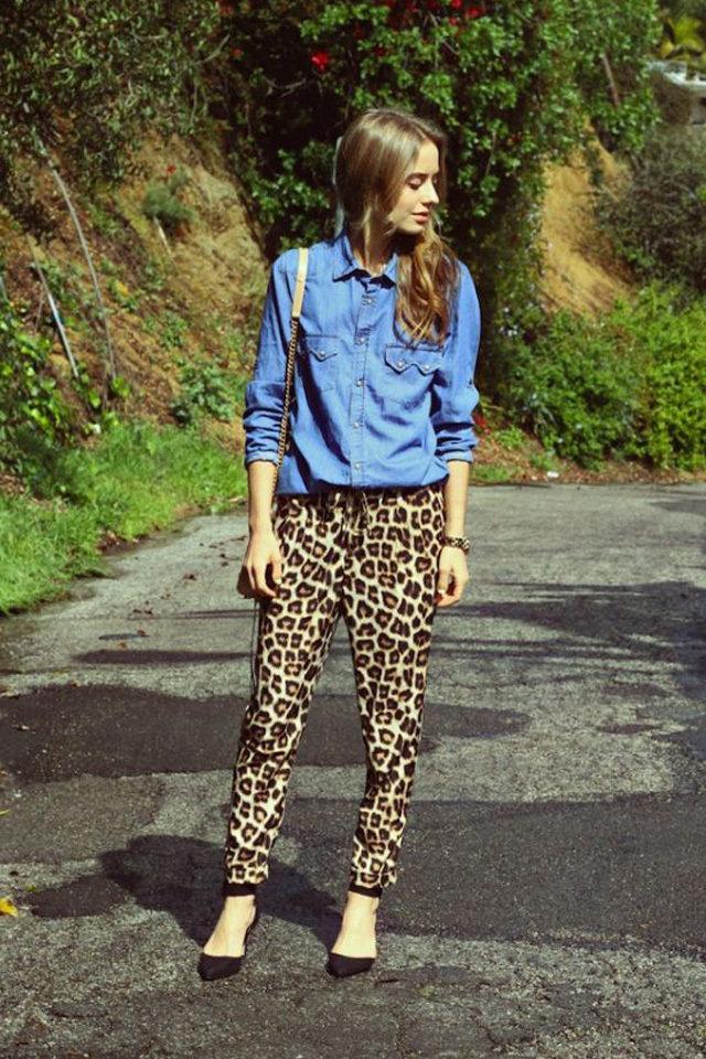 القميص-الجينز-مع-البنطلون-بجلد-النمر