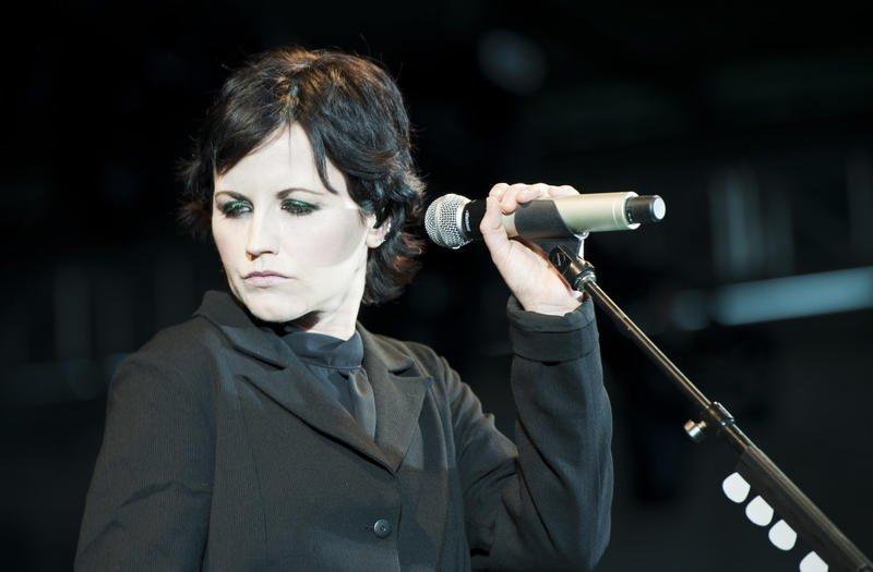 المغنية-Dolores-O'Riordan