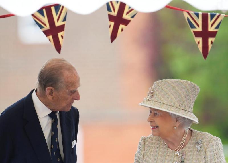 الملكة-مع-زوجها