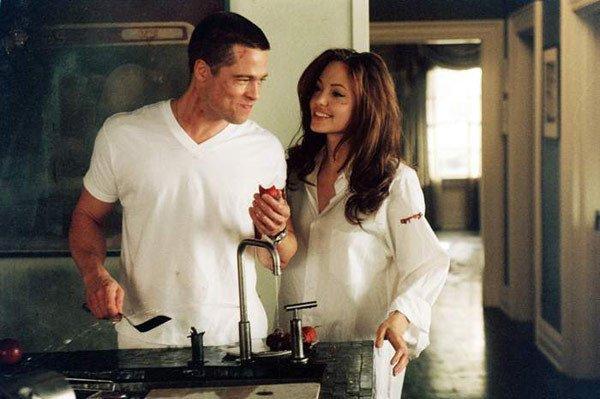 انجلينا-جولى-و-براد-بيت-في-فيلم-Mr&Mrs-Smith