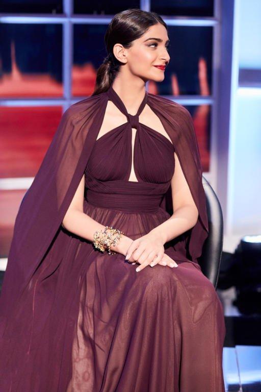 7a033e0720701 هند صبري وسونام كابور بنفس الفستان من إيلي صعب - مشاهير