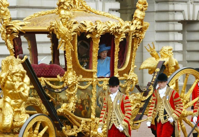عربة-التتويج-الملكية