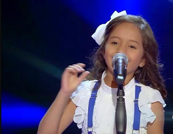 ماريا-تغني-على-المسرح