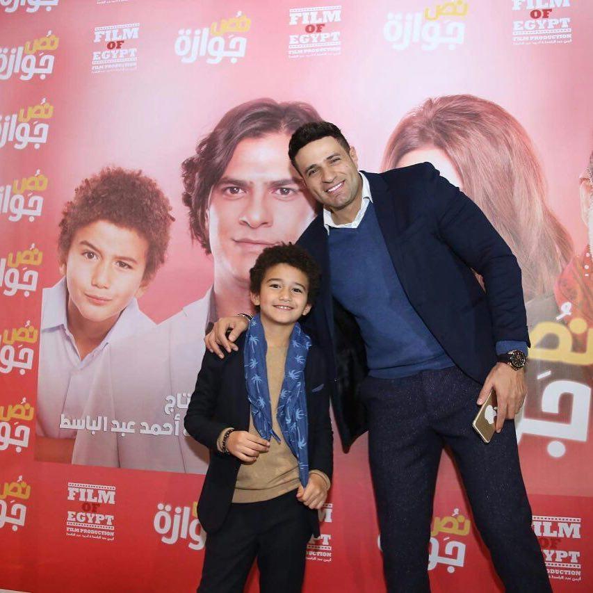 النجم-مع-ابنه-في-افتتاح-الفيلم