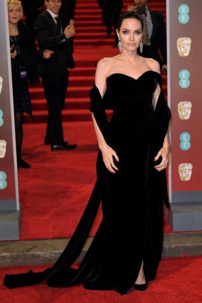انجلينا-جولي-بفستان-من-رالف-أند-روسو