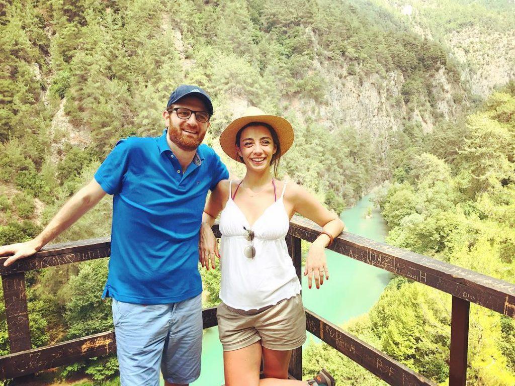 سرينا-وزوجها-في-بداية-الحمل