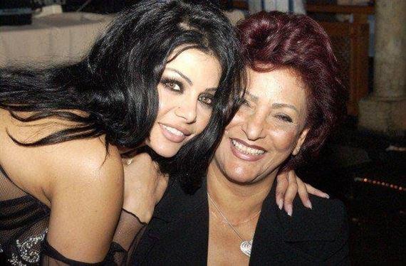 صورة-قديمة-مع-والدتها