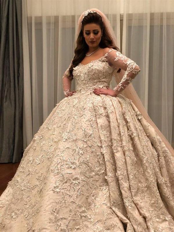 f7ca4c09e فستان زفاف اسطوري توقيع المصمم سامو هجرس - مشاهير