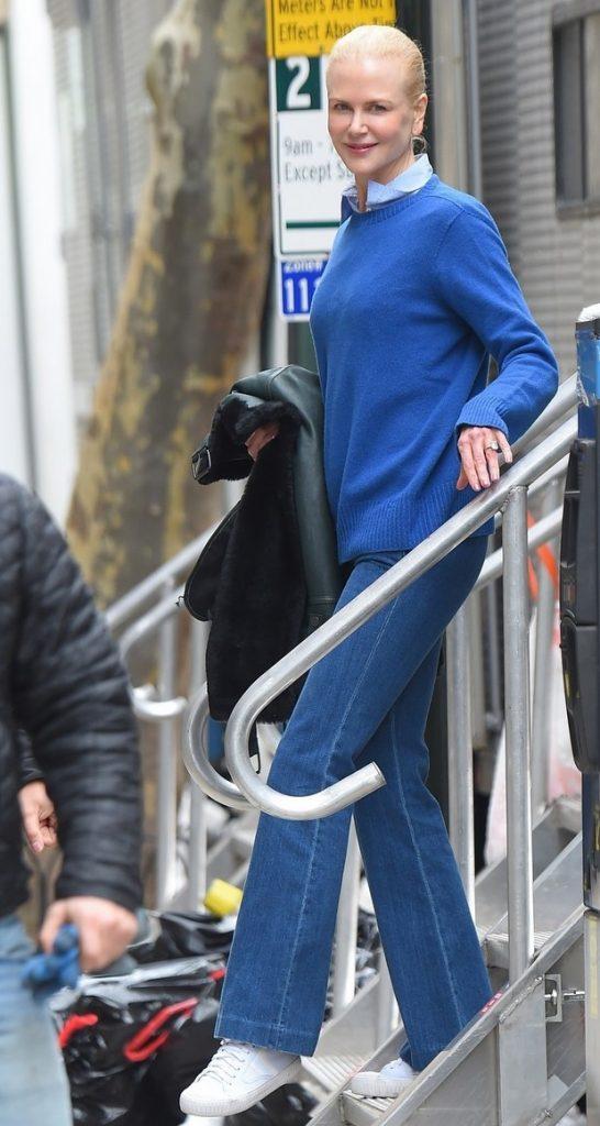 النجمة-ترتدي-سروال-جينز