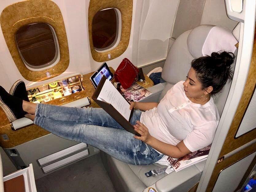 شيرين-في-الطائرة-الى-دبي