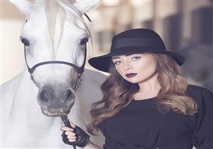 صور مي عز الدين تشارك متابعيها باحدث اطلالتها مع الحصان1