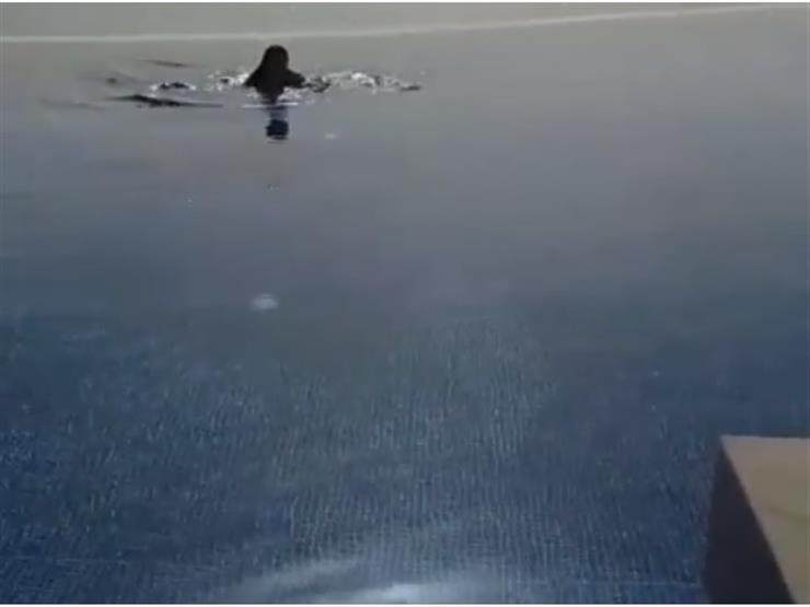 حورية-تسبح-في-تونس