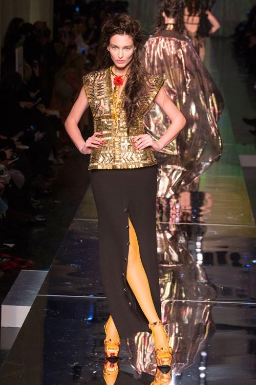 طقم-باللون-الاصفر-الذهبي-من-Jean-Paul-Gaultier