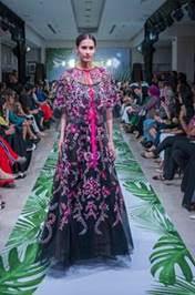 فستان-اسود-وفوشيا