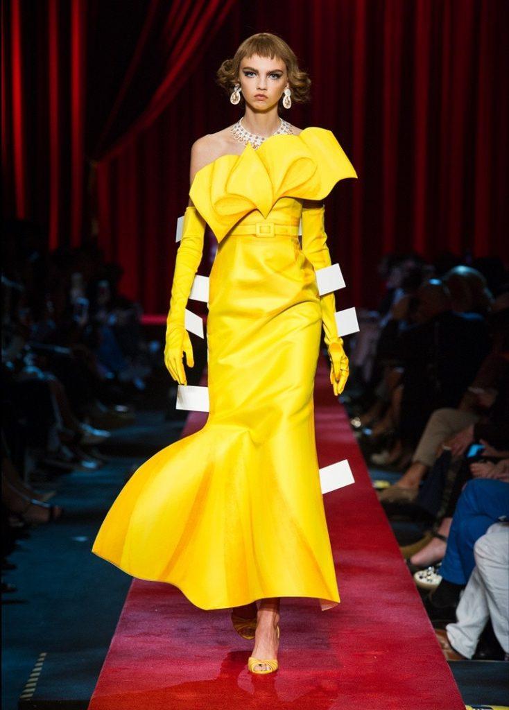 فستان-اصفر-من-موسكينو