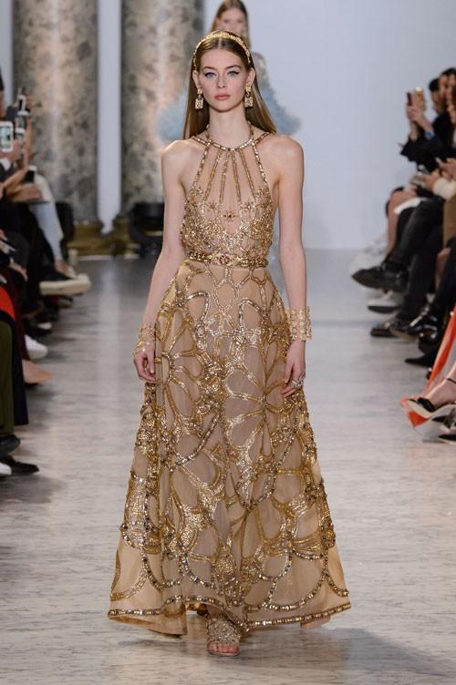 فستان-باللون-الاصفر-الذهبي-من-ايلي-صعب