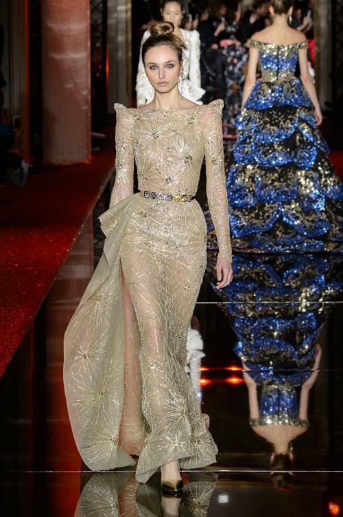 فستان-باللون-الاصفر-الذهبي-من-زهير-مراد