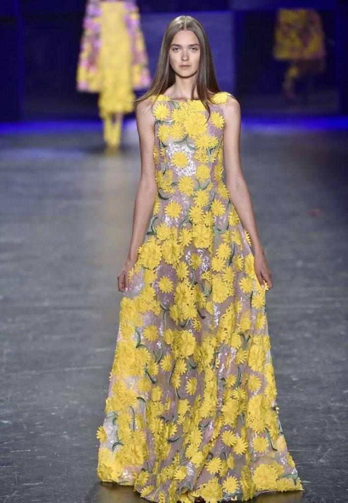 فستان-باللون-الاصفر-الذهبي-من-نعيم-خان