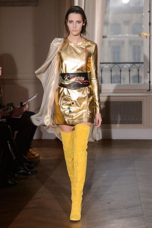 فستان-باللون-الاصفر-الذهبي-من-Elsa-Schiaparelli